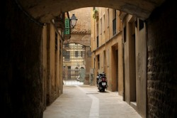 photo of a typical street in Barri Gòtic