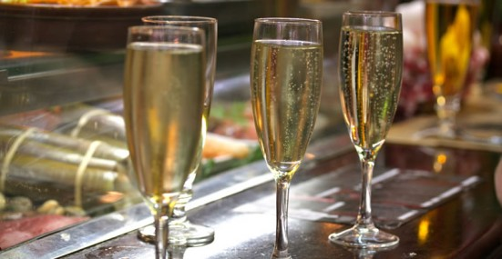 photo of glasses of cava